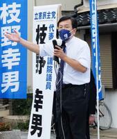 長崎県大村市で街頭演説する立憲民主党の枝野代表=25日午後