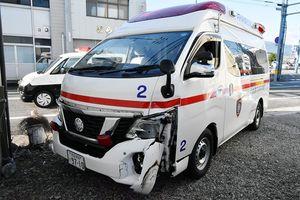 衝突事故を起こした小松島市消防本部の救急車=同市小松島町外開