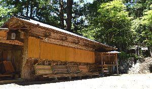 6月7日の公演で「杜のレストラン」が開設される拝宮農村舞台=那賀町拝宮の白人神社