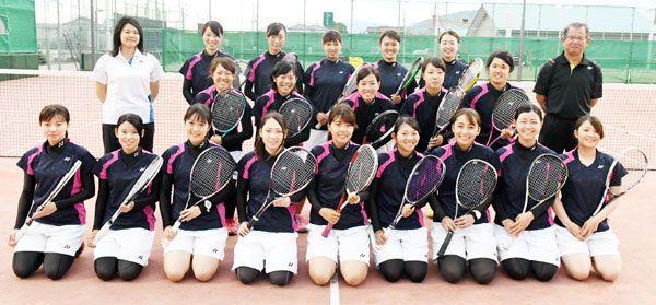 21日に始まる全日本大学王座決定戦に臨む四国大女子ソフトテニス部=徳島市応神町