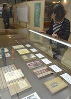 モラエスゆかりの品が並ぶ巡回展=小松島市生涯学習センター