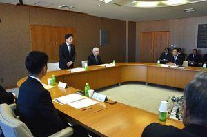 計画の白紙撤回と解散を決めた協議会=徳島市役所